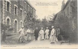 NANTES : LES EXPULSIONS  - LA COUR INTERIEUR DU COUVENT - Nantes
