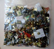 Lot 320 Pin's Avec Attaches - Badges