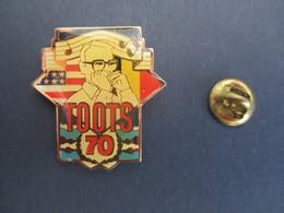 PIN'S (M2001) TOOTS THIELEMANS (1 Vue) TOOTS 70 - Etats-Unis * Belgique - Jazz, Harmonica - Musique