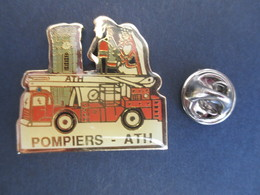 PIN'S (M2001) POMPIERS - ATH (1 Vue) Géants - Beffroi - Camion - Brandweerman