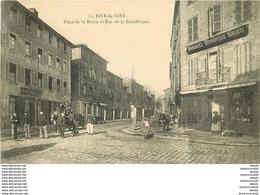 WW 42 RIVE DE GIER. Facteur Et Sa Sacoche En Bois Place De La Boirie Et Café Rue De La République 1908 - Rive De Gier