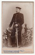 0439 CDV Photografie: Richard Fischer, Copitz A. E. - Junger Deutscher Soldat Mit Schwerem Säbel, Kavallerie - Guerre, Militaire