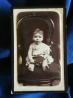 Photo CDV Louis Gaborit à Fontenay Le Comte - Jeune Enfant Sur Un Fauteuil, Circa 1890 L503B - Photos