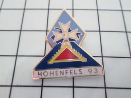 1120 Pin's Pins / Beau Et Rare / THEME : MILITARIA / HOHENFELS 93 CHAR BLINDE LEGION D'HONNEUR - Militares