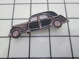 1120 Pin's Pins / Beau Et Rare / THEME : AUTOMOBILES / GRANDE CITROEN TRACTION AVANT Par EDITIONS ATLAS - Citroën