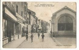 CPA, D. 44, N°77, Ancenis , Place Des Halles Et Rue Rayer, Animée Ed. F. Chapeau - Ancenis