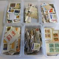 6 Behälter Mit Marken Schweiz Und  Alle Welt - Postzegels