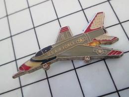 1120 Pin's Pins / Beau Et Rare / THEME : AVIATION / AVION PATROUILLE ACROBATIQUE USAF THUNDERBIRDS F-100 SUPER-SABRE - Luftfahrt