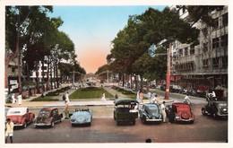 Viet Nam Saïgon Le Boulevard Bonard Vu Du Theatre Vieille Voiture Auto Automobile Indochine Vietnam - Vietnam