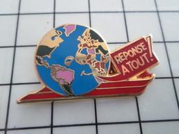 1120 Pin's Pins / Beau Et Rare / THEME : MEDIAS / GLOBE TERRESTRE REVUE REPONSE A TOUT Doré à L'or Fin Par BAllard - Alpinisme