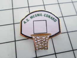 1120 Pin's Pins / Beau Et Rare / THEME : SPORTS / BASKET-BALL PANIER CLUB A.S. MESNIL-ESNARD - Baloncesto