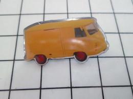1120 Pin's Pins / Beau Et Rare / THEME : AUTOMOBILES / UTILITAIRE RENAULT  ANNEES 50 - Citroën