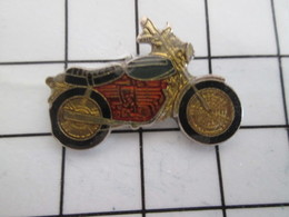 1615A Pin's Pins / Beau Et Rare / THEME : MOTOS / PETITE MOTO ROUTIERE ANNEES 70 - Motorfietsen