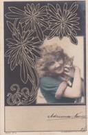 2850319Vrouw Met Poes In Haar Armen. Sarony N.Y. Serie 6 No. 6 Rond 1900 (top Cut) - Women