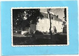 """PHOTO ORIGINALE 8.5 X 5.5 Cms  . MAISON DE MAITRE ECRITE AU VERSO """" POUILLY 1955 """" - Lieux"""