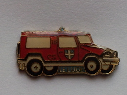 Pin's Centre De Secours LE LUDE - Brandweerman