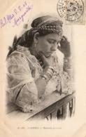 ALGERIE  SCENES ET TYPES  Ouridah Pensive  ..... ( Ref FF1741 ) - Algérie