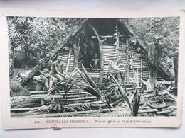 """Nouvelles -Hébrides  CPA N° 123  """"Présents Offerts Au Chef De L'Ilot OUALA"""" - Vanuatu"""