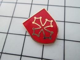 313G Pin's Pins / Beau Et Rare / THEME : AUTRES / CROIX OCCITANE LANGUEDOC OCCITANIE - Pin's