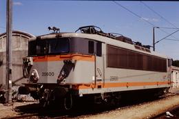 Photo Diapo Diapositive Slide Train Wagon Locomotive Electrique SNCF BB 25600 à Achères Le 7 Août 1996 VOIR ZOOM - Diapositives
