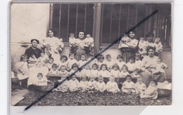 Carte Photo Groupe D'Enfants Et Bébés Avec Nurses Non Identifié Ni Localisé (uniquement Un Nom V.Collard ,idem Pour Le D - Gruppi Di Bambini & Famiglie