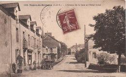 Maure-de-bretagne:l'avenue De La Gare Et L'hotel Crézé.1930. - Autres Communes