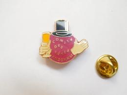 Beau Pin's , Ville D' Ambonnay , Comité Des Fêtes , Marne , Coupe De Champagne - Villes