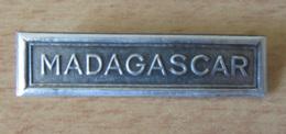 Barrette MADAGASCAR Pour Ruban De Médaille Militaire En Métal Argenté - Badges & Ribbons