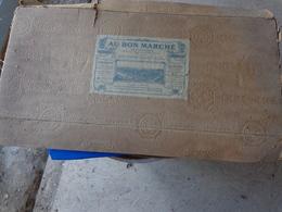 Boite Carton AU BON MARCHE 22x48 X 5.5 Cm Environ - Scatole