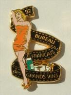 PIN'S PIN'UP MARILYN MONROE ROBE ORANGE - BUREAU FRANCAIS DES VIN - ARTHUS BERTRAND - Pin-Ups