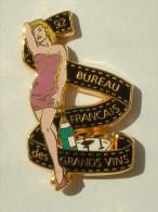 PIN'S PIN'UP MARILYN MONROE ROBE FUSHIA BUREAU FRANCAIS DES VIN.ARTHUS BERTRAND - Pin-Ups