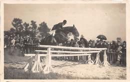 Sport.   Hippisme :       Saut D'obstacle   2   Carte Photo      (voir Scan) - Horse Show