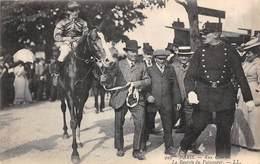 Sport.   Hippisme :      Paris 75  Aux Courses. La Rentrée Du Vainqueur       (voir Scan) - Horse Show