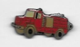 Pin's  Sapeurs  Pompiers  Camion  Rouge  Signé  LA  BOITE  A  PINS - Firemen