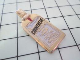 616A Pin's Pins / Beau Et Rare / THEME : BOISSONS / BOUTEILLE DE COINTREAU - Bebidas