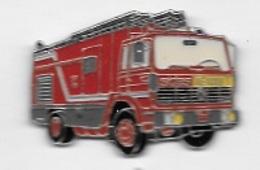 Pin's  Ville, Sapeurs  Pompiers  De  PARIS, SIDES, Camion  RENAULT Rouge  Verso SAPEURS POMPIERS DE PARIS, Sigle Renault - Firemen