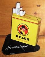 Belga Cigarettes) - Showcard In Rigid Cardboard, Stamp - 300 X 230 Mm - Reclame-artikelen