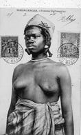 MADAGASCAR FEMME ZAFIMANIRY SEINS NUS - Afrique Du Sud, Est, Ouest