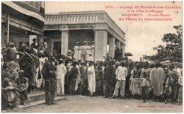 DAHOMEY - PORTO-NOVO - Au Palais Du Gouvernement - Dahomey