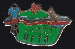 65393-Pin's-.l'URFA, L'Union Des Randonneurs Flandre Artois, Club De Cyclotourisme Et De Marche Basé à Lille. - Villes