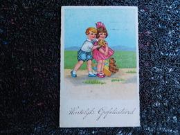 Un Couple D'enfants Avec Cadeau Et Ours En Peluche     (B10) - Jeux Et Jouets