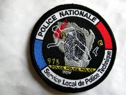 ECUSSON DE LA POLICE NATIONALE SLPT DU 973 CAYENNE GUYANE (VARIANTE 80MM) SUR VELCROS ETAT EXCELLENT - Police