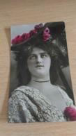 CP - JEUNE FEMME - Cartes Postales