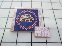616A  Pin's Pins / Beau Et Rare / THEME : MEDICAL / RESEAU DE SECOURS CROIX ROUGE HAUTS DE SEINE - Medical