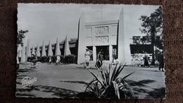 CPSM BAMAKO MALI MAISONS DES ARTSANS SOUDANAIS 1954 ED ARIS PARISCO ANIMATION AGENT VELO - Mali