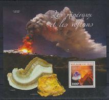 H772. Niger - MNH - 2014 - Nature - Minerals - Volcanos - Bl. - Vegetales