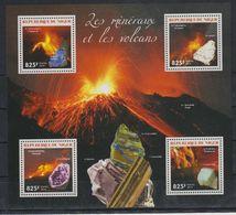 H772. Niger - MNH - 2014 - Nature - Minerals - Volcanos - Vegetales