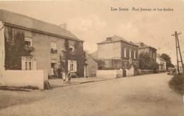 Gembloux - Les Isnes - Rue Jennay Et Les Ecoles - A été Collée - Gembloux