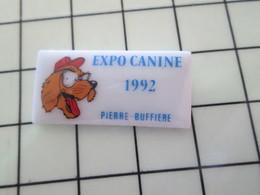 115A Pin's Pins / Beau Et Rare / THEME : ANIMAUX / Céramique Ou Porcelaine Limoges EXPO CANINE 1992 PIERRE BUFFIERE - Animales