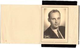 PHOTO STUDIO JEAN-LECLERCQ Rue De Niévre NEVERS  Portrait Photo Vers 1950  11cmX8cm  étuit 2volets13,50cmX13,50cm - Persone Anonimi